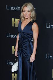 Kelly Ripa at Richard Plepler and HBO Honored at Lincoln Center's American Songbook Gala in New York 2018/05/29 7