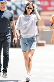 Kendall Jenner Stills in Denim Shorts Out in New York 2018/05/09 1
