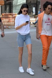 Kendall Jenner Stills in Denim Shorts Out in New York 2018/05/09 5