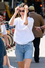 Kendall Jenner Stills in Denim Shorts Out in New York 2018/05/09 15