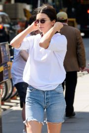 Kendall Jenner Stills in Denim Shorts Out in New York 2018/05/09 16