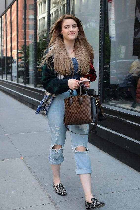 Kiara Saulters  Stills Out and About in New York 2018/05/14 12