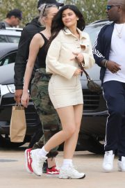 Kylie Jenner Stills Out for Lunch in Malibu 2018/05/19 10