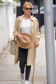 Kylie Minogue Out Shopping in London 2018/05/26 6