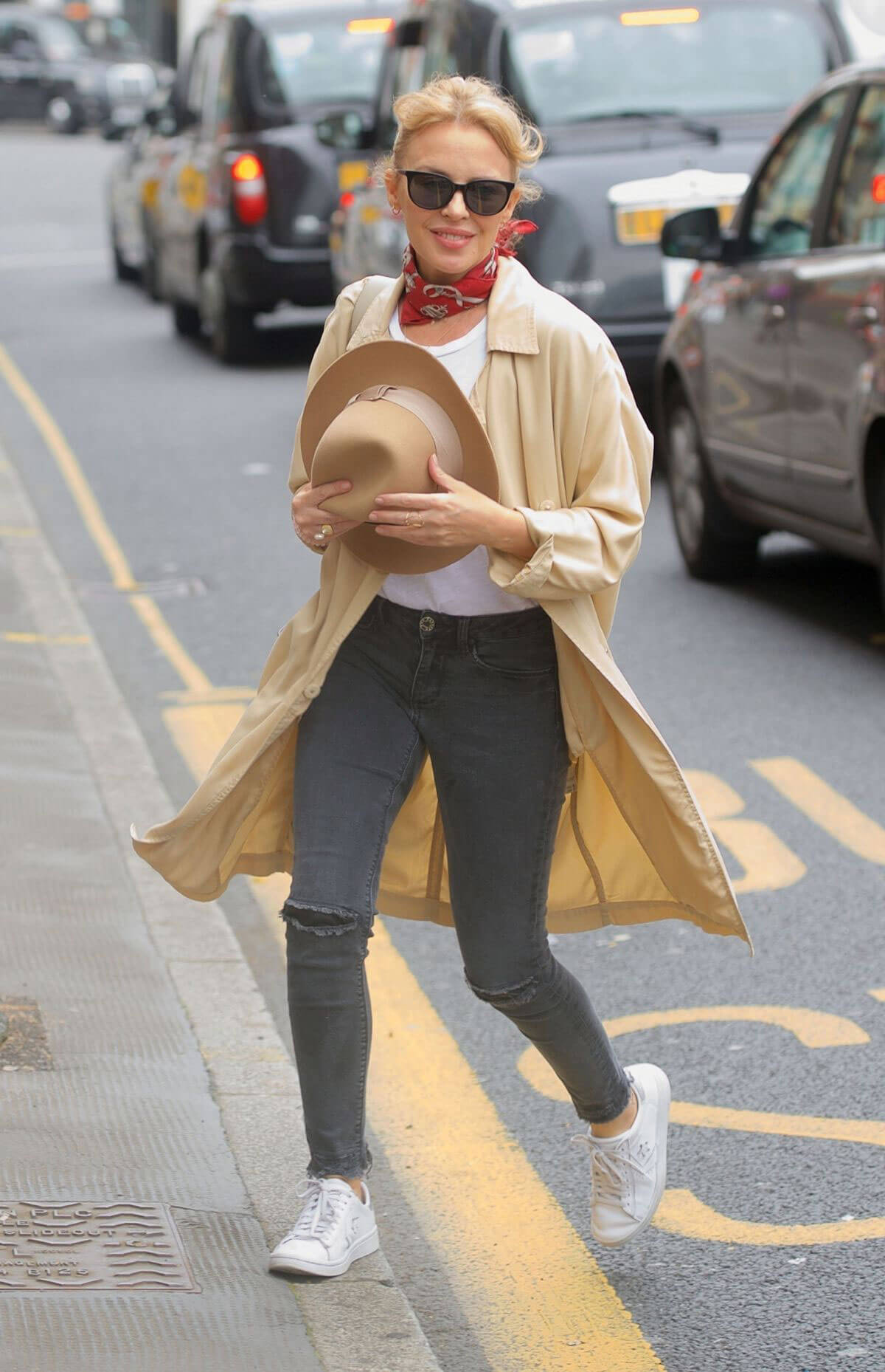 Kylie Minogue Out Shopping in London 2018/05/26 10