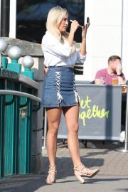 Lauren Pope Chloe Lewis and Amber Turner Stills on the Set of Towle in Chelmsford 2018/05/15 5