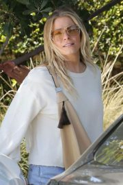 LeAnn Rimes Stills Out and About in Malibu 2018/04/28 1