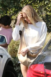 LeAnn Rimes Stills Out and About in Malibu 2018/04/28 7