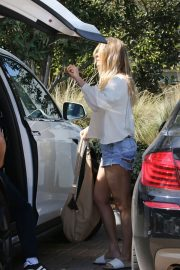 LeAnn Rimes Stills Out and About in Malibu 2018/04/28 8