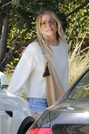LeAnn Rimes Stills Out and About in Malibu 2018/04/28 10