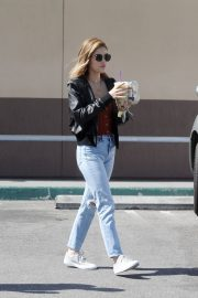 Lucy Hale and Riley Smith Stills Out in Studio City 2018/05/18 5