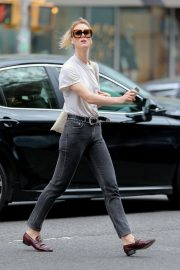 Mackenzie Davis Stills Out and About in New York 2018/05/04 2