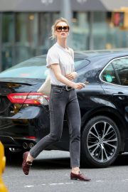 Mackenzie Davis Stills Out and About in New York 2018/05/04 5