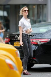 Mackenzie Davis Stills Out and About in New York 2018/05/04 7