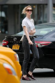 Mackenzie Davis Stills Out and About in New York 2018/05/04 8