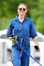 Naomi Watts Stills in Blue Jeans Jumper Out with Her Dog in New York 2018/05/22 2
