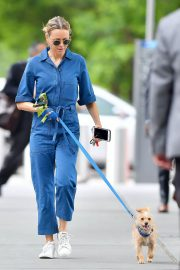Naomi Watts Stills in Blue Jeans Jumper Out with Her Dog in New York 2018/05/22 6