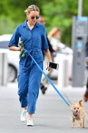 Naomi Watts Stills in Blue Jeans Jumper Out with Her Dog in New York 2018/05/22 9