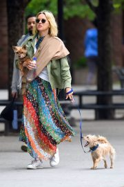 Naomi Watts Stills Out with Her Dogs in New York 2018/05/17 1