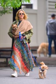 Naomi Watts Stills Out with Her Dogs in New York 2018/05/17 3