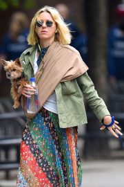 Naomi Watts Stills Out with Her Dogs in New York 2018/05/17 4