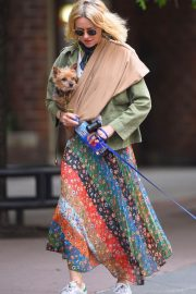 Naomi Watts Stills Out with Her Dogs in New York 2018/05/17 5
