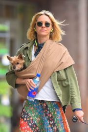 Naomi Watts Stills Out with Her Dogs in New York 2018/05/17 7