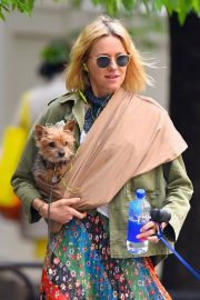 Naomi Watts Stills Out with Her Dogs in New York 2018/05/17 9