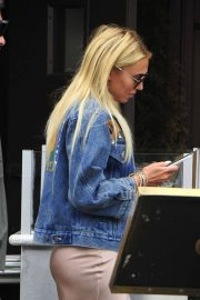Petra Stunt Stills Out for Lunch at Il Pastaio in Beverly Hills 2018/05/03 5
