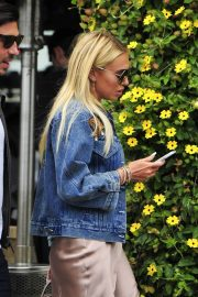Petra Stunt Stills Out for Lunch at Il Pastaio in Beverly Hills 2018/05/03 7