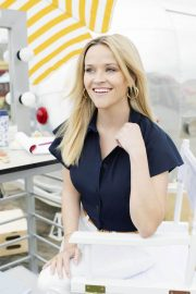 Reese Witherspoon Poses for Draper James Summer 2018 Collection 2018/05/17 5