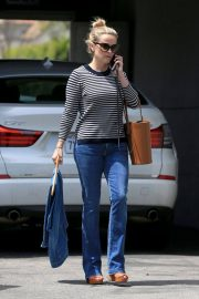 Reese Witherspoon Stills Leaves a Fitting Studio in Beverly Hills 2018/05/04 2