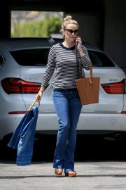 Reese Witherspoon Stills Leaves a Fitting Studio in Beverly Hills 2018/05/04 3