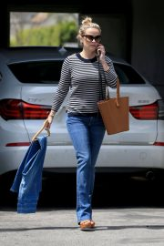 Reese Witherspoon Stills Leaves a Fitting Studio in Beverly Hills 2018/05/04 4