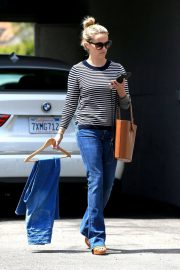 Reese Witherspoon Stills Leaves a Fitting Studio in Beverly Hills 2018/05/04 5