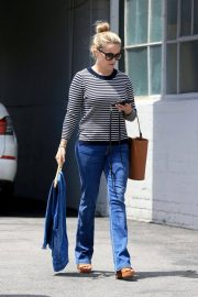 Reese Witherspoon Stills Leaves a Fitting Studio in Beverly Hills 2018/05/04 6