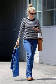 Reese Witherspoon Stills Leaves a Fitting Studio in Beverly Hills 2018/05/04 7