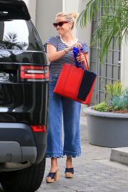 Reese Witherspoon Stills Out in Los Angeles 2018/05/10 1