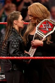 Ronda Rousey and Nia Jax with Stephanie McMahon for Signing for WWE Money in the Bank 2018/05/21 2