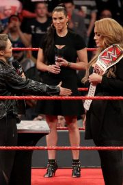 Ronda Rousey and Nia Jax with Stephanie McMahon for Signing for WWE Money in the Bank 2018/05/21 4
