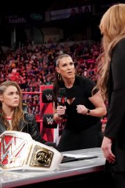 Ronda Rousey and Nia Jax with Stephanie McMahon for Signing for WWE Money in the Bank 2018/05/21 6