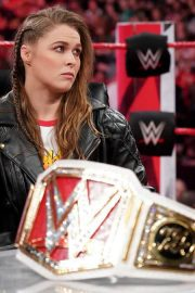 Ronda Rousey and Nia Jax with Stephanie McMahon for Signing for WWE Money in the Bank 2018/05/21 8