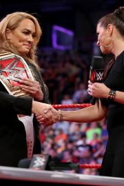 Ronda Rousey and Nia Jax with Stephanie McMahon for Signing for WWE Money in the Bank 2018/05/21 10