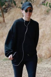 Rooney Mara Out Hiking at TreePeople Park in Beverly Hills 2018/05/26 5