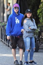 Sarah Jeffery Stills Out for Lunch in Vancouver 2018/05/05 1