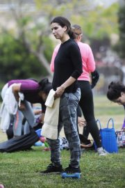 Selma Blair and Roselyn Sanchez Stills Working Out at a Park in Studio City 2018/05/23 13