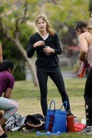 Selma Blair and Roselyn Sanchez Stills Working Out at a Park in Studio City 2018/05/23 24