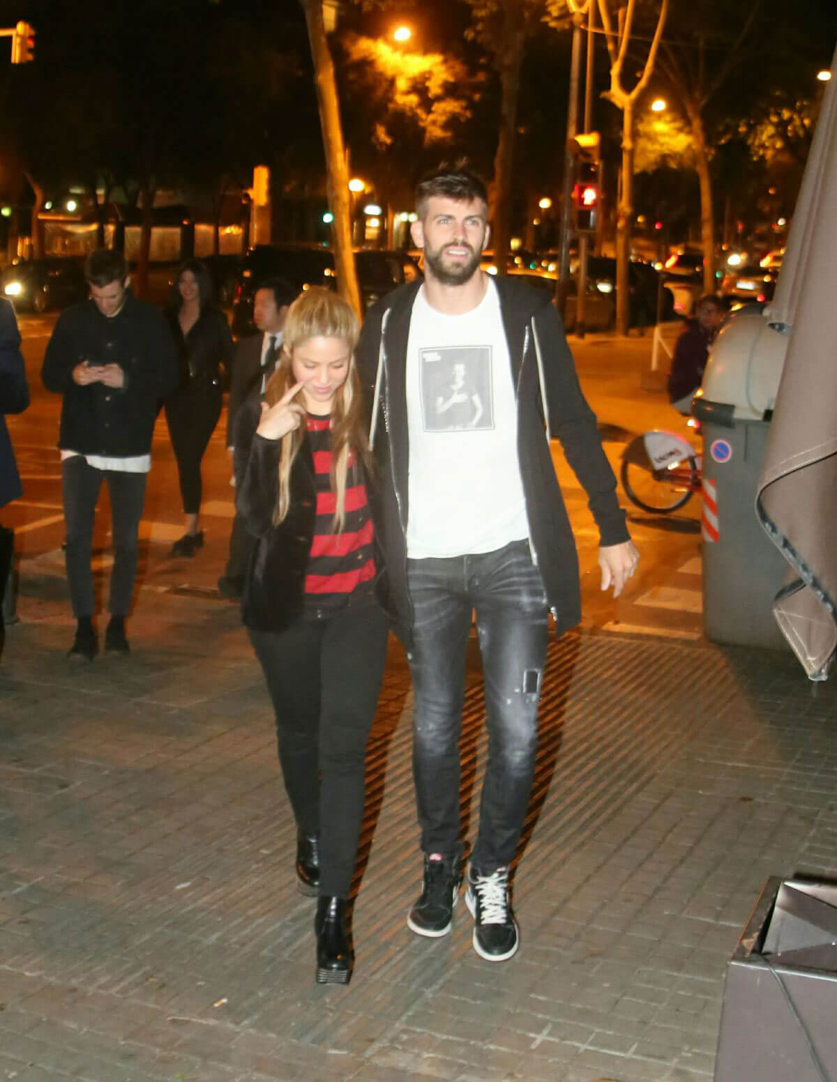 Shakira and Gerard Pique Stills Our for Dinner in Barcelona 2018/05/06 9