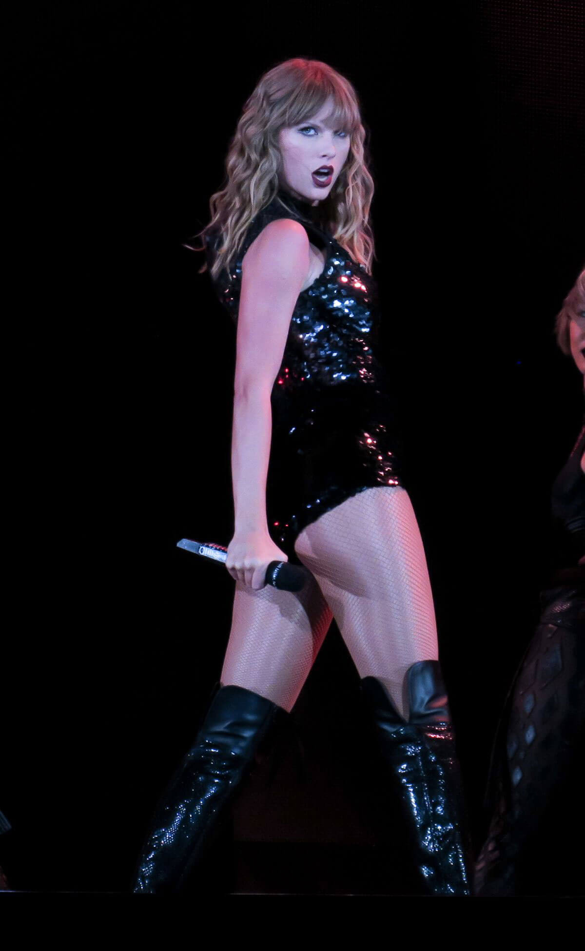 Taylor Swift Stills Performs at Reputation Tour in ... - photo#47