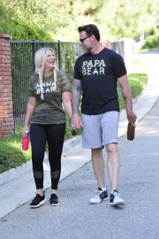 Tori Spelling and Dean McDermott Stills Out for a Power Walk in Los Angeles 2018/04/25 2